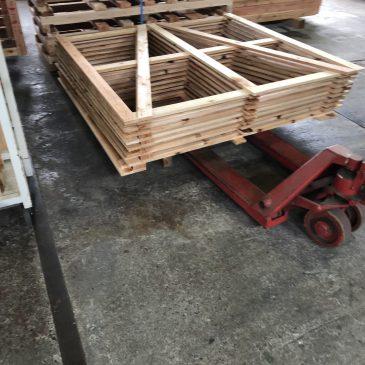 木枠を製作、納品もやってます。